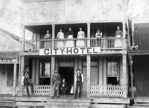 Mrs. M. E. Reed's City Hotel on North Street, across the street from the Houston and Central Texas Railroad, Elgin, 1880s. (General Photograph Collection, MS 362: 096-1268, courtesy of Elgin Historical Association )