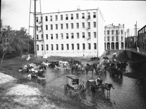 Washing buggies in the San Antonio River near the Navarro Street Bridge in downtown San Antonio. Photograph by Ellen Schulz Quillin. (074-0142. Courtesy of Roy W. Quillin)
